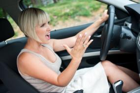 Женщина за рулем машины.Почему женщин привлекают автомобили?